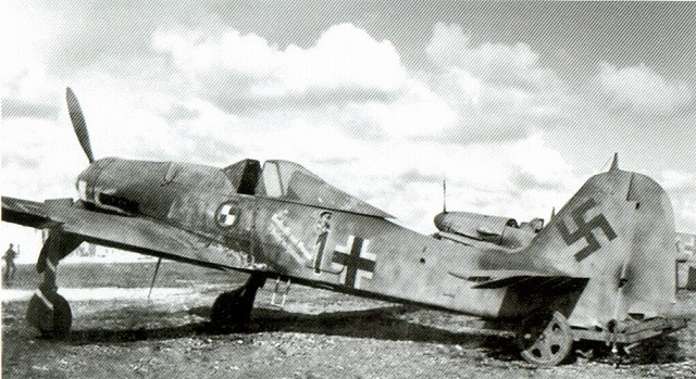 Fw190D-9 JV44 Red1